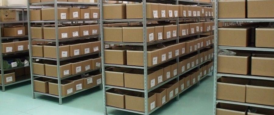 1. Magazzino allestito con le nostre scaffalature metalliche professionali zincate per il carico manuale mod. E40